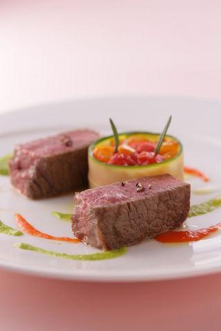 国産牛フィレ肉  ズッキーニとパプリカのペペロナータ
